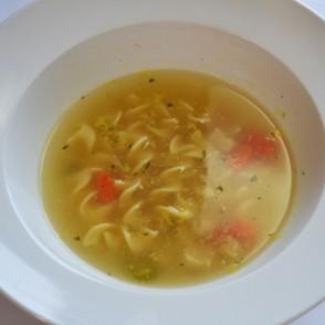 Soupe de poulet et nouilles