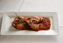 Roulade de veau aux poivrons rouges rôtis et basilic