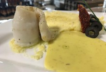 Filet de sole, sauce safrané et polenta